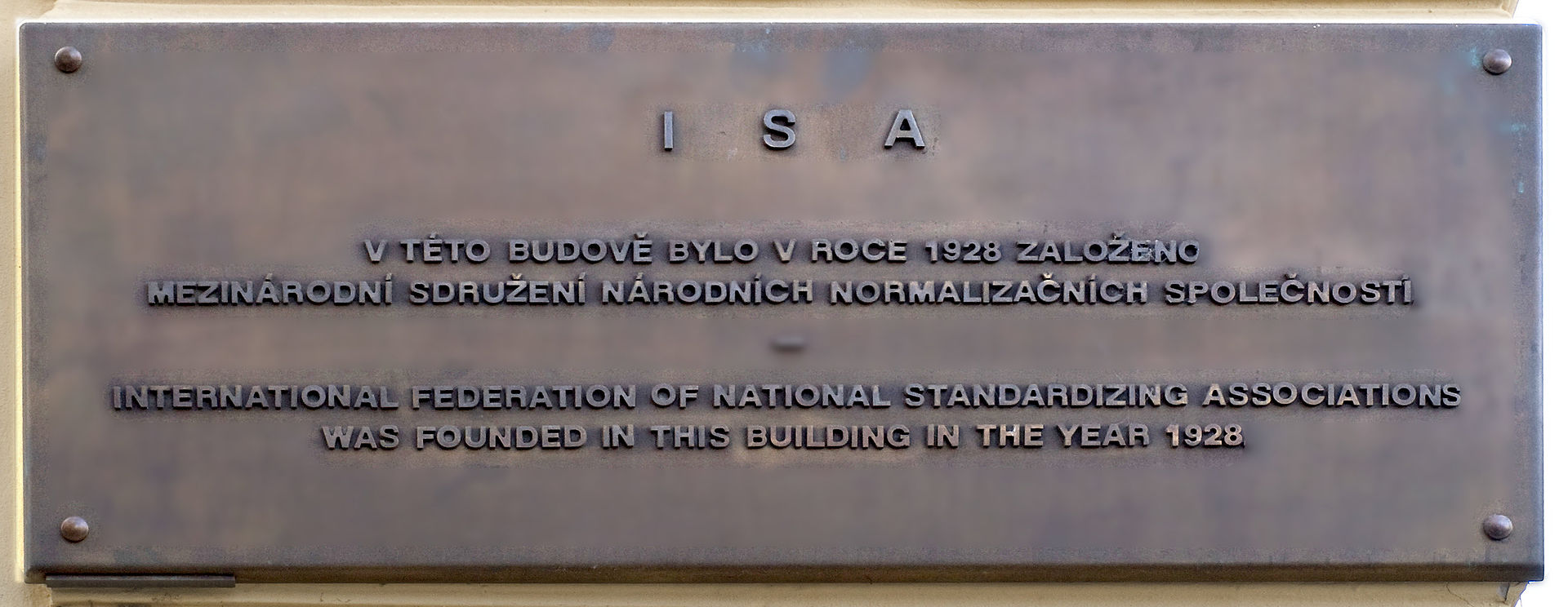Memory_plaque_of_founding_ISA_in_Prague_cropped